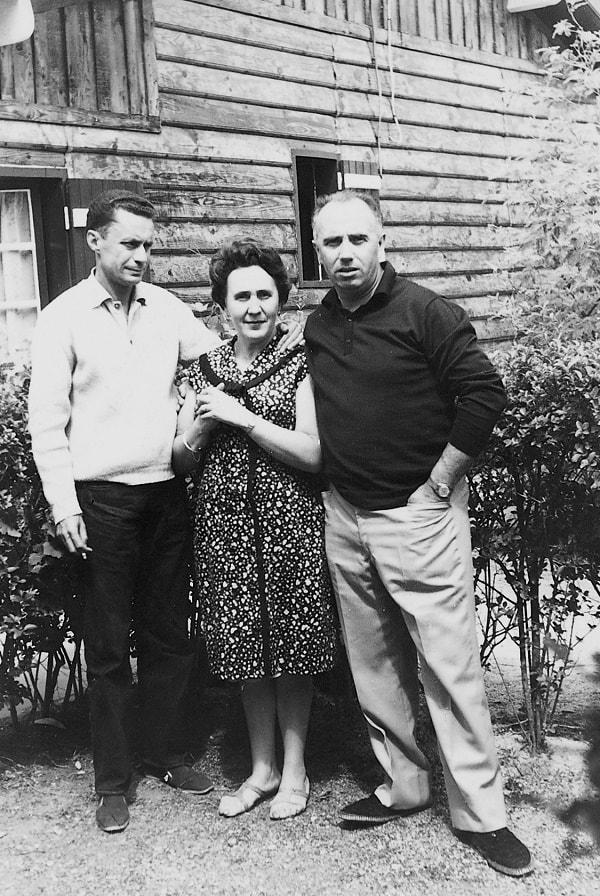 En la foto, de izquierda a derecha, Carlos, Carmen y el autor. Francia, 1966