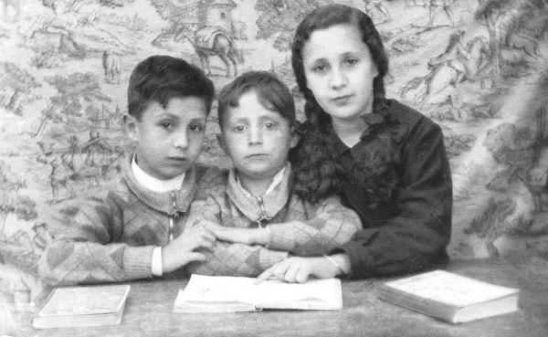 Los tres hermanos en Madrid, año 1935. (En la foto, de derecha a izquierda, Carmen, Carlos y el autor)