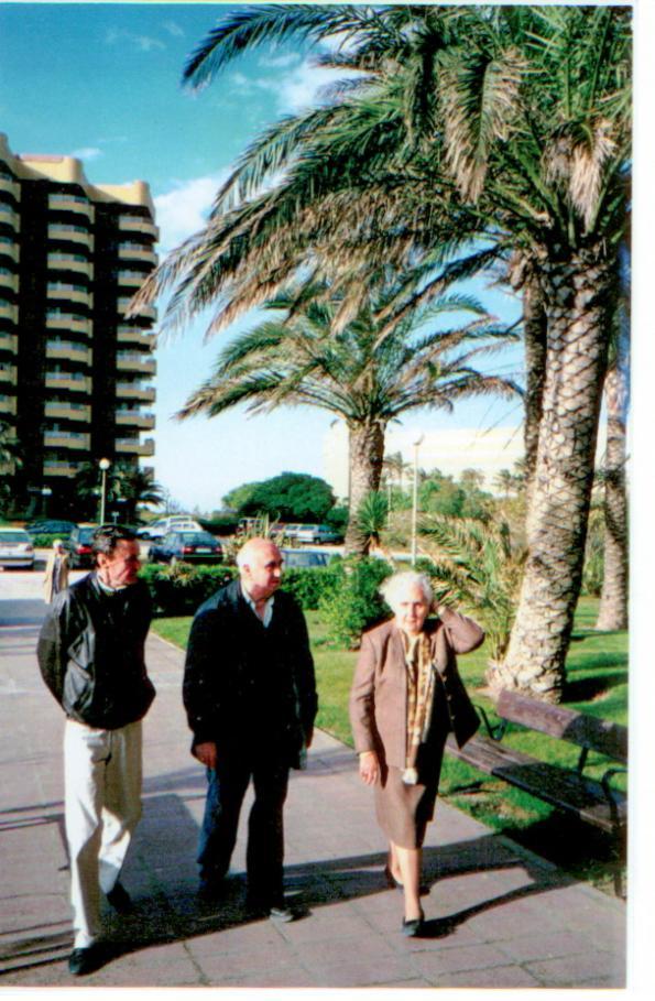 1993 год, уже в Испании, в Салере. Слева направо Карлос, Вирхилио и Кармен