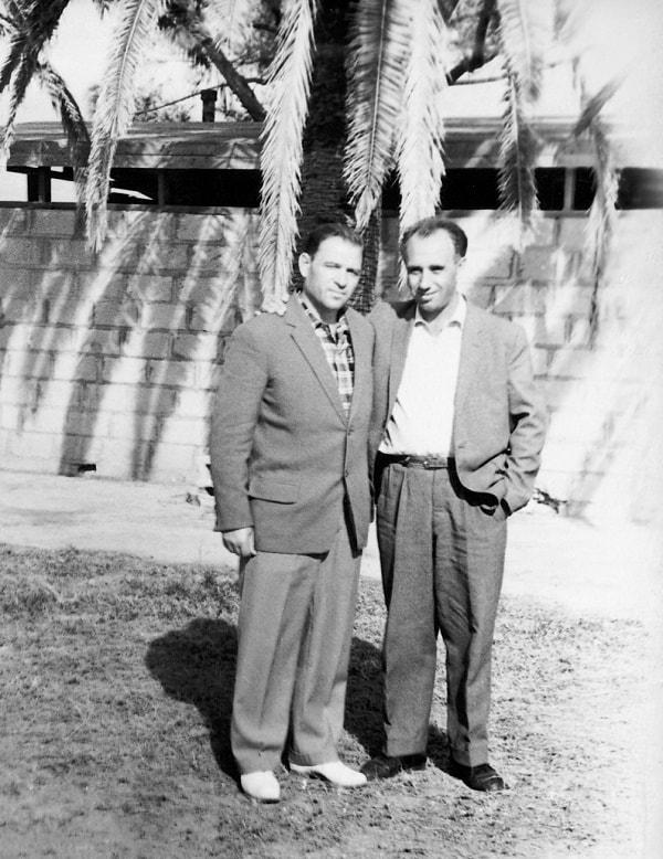 De izquierda a derecha, Pável Serguéev, Jefe de la Unidad de los marinos soviéticos, capitán de navío, y el autor del libro