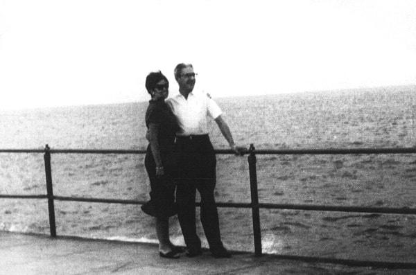1962. Cuba. El capitán José Álvarez, Pepín, con su hija Julia