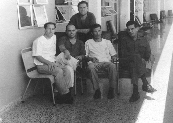 Un grupo de doctores cubanos y soviéticos. El primero a la izquierda es el doctor Maríev