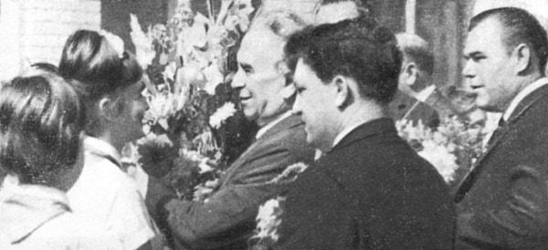 Ministro de la Construcción Industrial de la URSS Alexandr Tókarev visita junto con Luigi Longo la ciudad de Togliatti