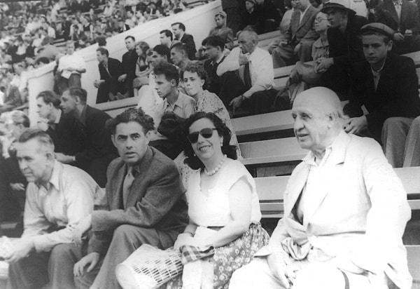 Jesús Sáez, Alejandra Soler y Virgilio Llanos Manteca en el partido de fútbol España-URSS. Moscú