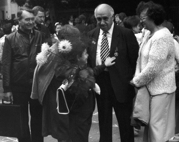 A Alexei le acompañan sus cuatro abuelos. De izquierda a derecha: Nikolai, Elizaveta (abrazada a su nieto), el autor e Inna, 1988
