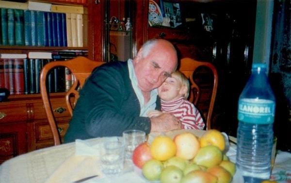 Внук Вирхилин рассказывает дедушке о белых птицах, говорящих по-русски